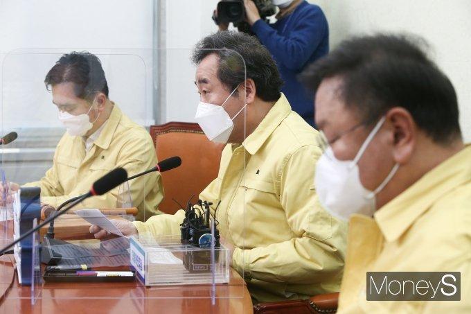 [머니S포토] 침묵 깬 이낙연 대표, 윤석열 사퇴 관련 발언