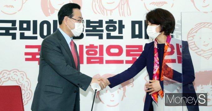 [머니S포토] 국힘 주호영 원내대표, 한정애 환경 장관 접견
