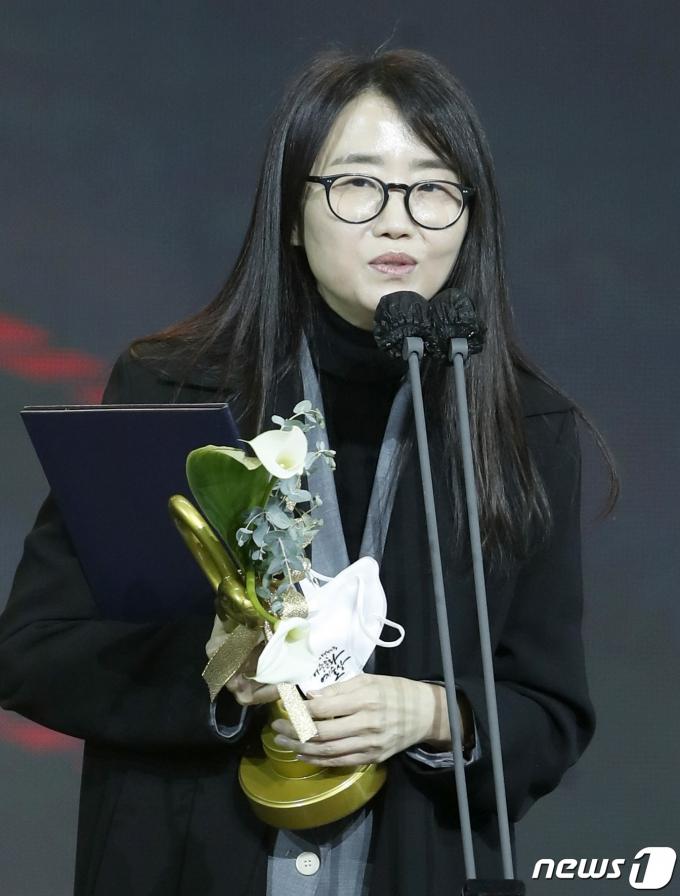 김은희 작가가 미국 버라이어티 선정 '글로벌 영향력 있는 여성'에 선정됐다. /사진=뉴스1