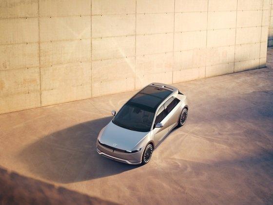 현대해상이 현대자동차 커넥티드카를 구매한 고객의 보험료를 할인하기로 했다. 사진은 아이오닉5./사진=뉴스1