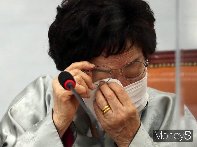 [머니S포토] 눈물 흘리는 이용수 할머니