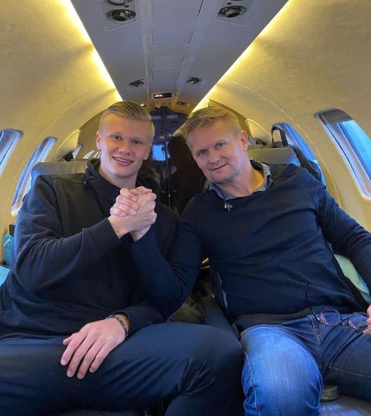 맨체스터 시티가 보루시아 도르트문트 공격수 엘링 홀란드(왼쪽)를 영입하기 위해 그의 부친인 알프-잉게 홀란드와의 인연을 활용할 것이라는 전망이 나왔다. 사진은 홀란드 부자. /사진=홀란드 인스타그램 캡처