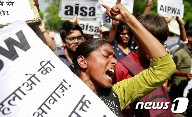 성폭행범을 처벌하라고 시위하고 있는 인도 시민들 © 로이터=뉴스1