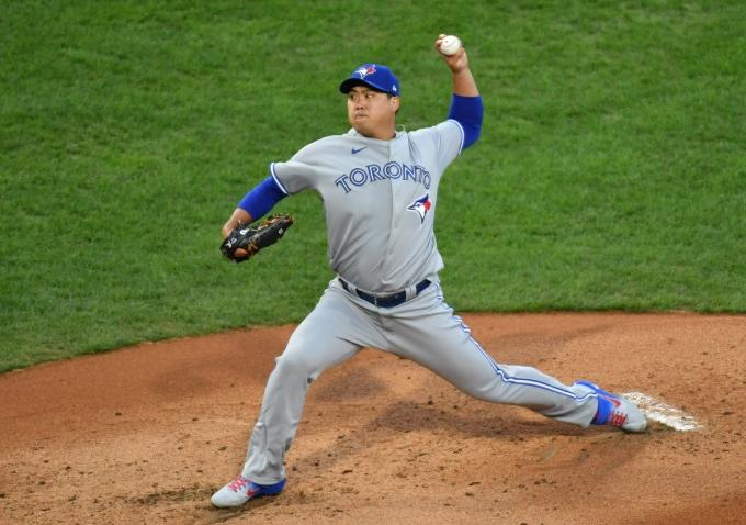 류현진이 올해 시범경기 첫 경기에서 홈런을 허용하며 정규시즌 향방에 대한 관심이 커지고 있다./사진=로이터