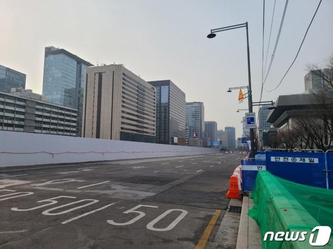 6일부터 폐쇄된 광화문광장 서측도로의 모습.© 뉴스1 허고운 기자
