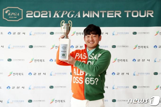 [사진] 장용 'KPGA 윈터투어 우승'