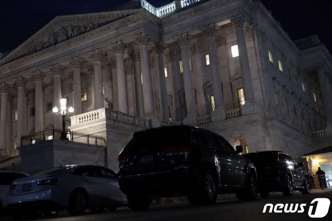 미국 상원이 2021년 3월 5일(현지시간) 조 바이든 대통령의 '코로나19 경기 부양안'에 대한 밤샘 논의를 이어갔다. © AFP=뉴스1 © News1 최서윤 기자