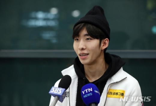 올림픽 쇼트트랙 금메달리스트인 임효준(25)은 후배 성희롱 논란으로 선수 생명의 위기를 맞자 중국 귀화를 선택했다. /사진=뉴시스