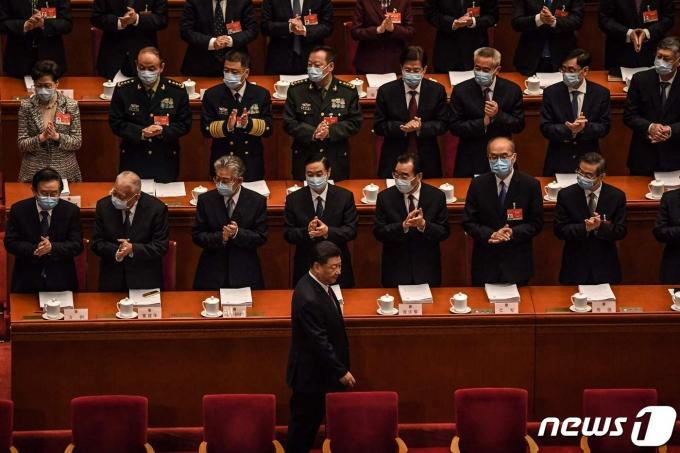 시진핑 중국 국가주석이 5일(현지시간) 베이징 인민대회당에서 열린 전국인민대표대회(전인대) 개막식에 도착을 하고 있다. © AFP=뉴스1 © News1 우동명 기자