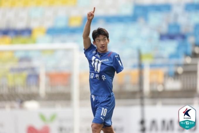 수원 삼성이 김민우의 골을 앞세워 성남 FC를 1-0으로 이겼다.(한국프로축구연맹 제공)© 뉴스1