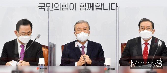 """[머니S포토] 국힘 김종인 """"윤석열 전 검찰총장, 별의 순간 잡은 것 같다"""""""