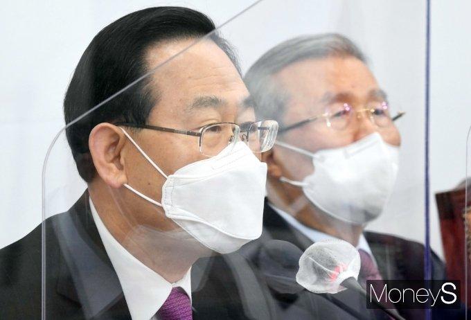 """[머니S포토] 주호영 """"정부, K-방역 자랑하더니 백신 접종 성적표 너무 초라하다"""""""