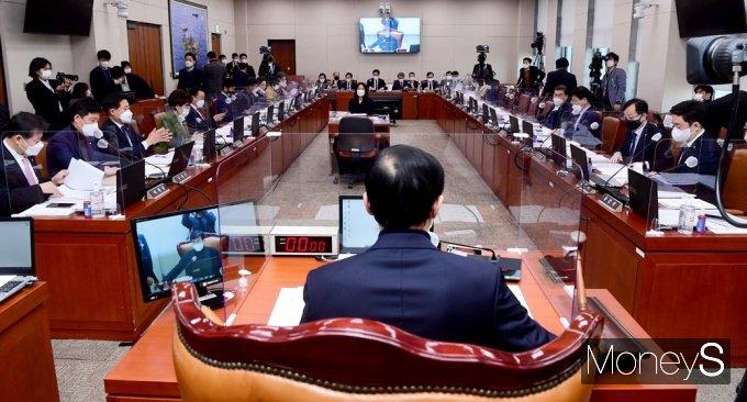[머니S포토] 2021 추경안 등 국회 산자중기위 주재하는 '이학영'