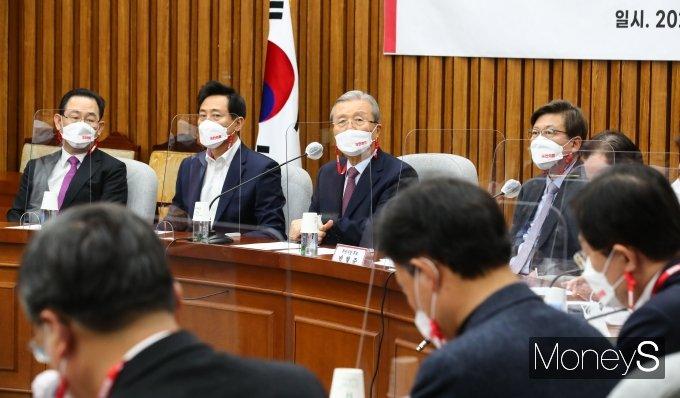 [머니S포토] 시·도당위원장 연석회의 주재하는 김종인