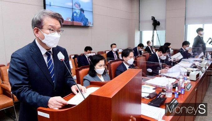 [머니S포토] 권칠승 중기부 장관, 2021 추경안 업무보고