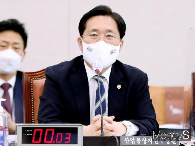 """[머니S포토] 성윤모 장관 """"단순 동향 보고서로 알고 있어"""""""