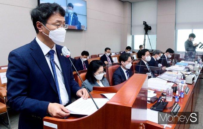 [머니S포토] 업무보고하는 김용래 특허청장