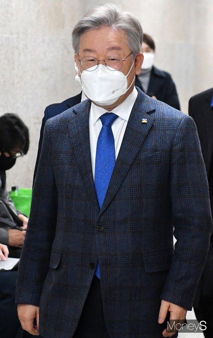 [머니S포토] 비공개 당무위 참석한 이재명 지사