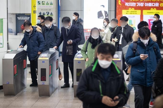 서울 지하철 1호선이 9일 오전 신호고장으로 운행이 지연돼 시민들이 큰 불편을 겪었다. 사진은 기사 내용과 관련 없음. /사진=뉴스1