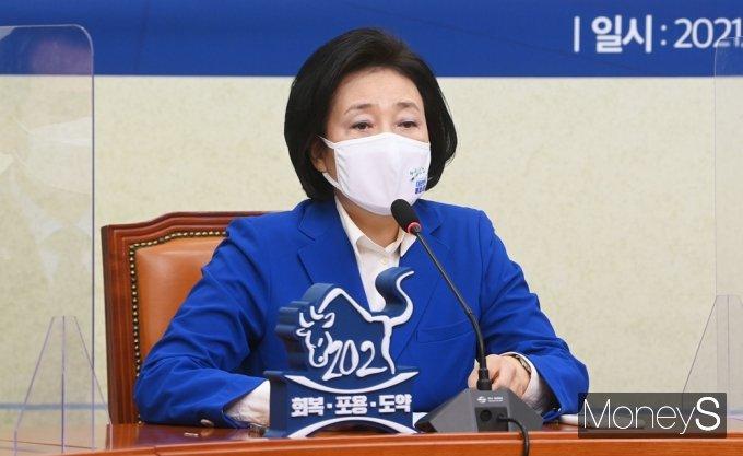 [머니S포토] 민주당 공천장 수여식, 인사말 전하는 박영선 후보