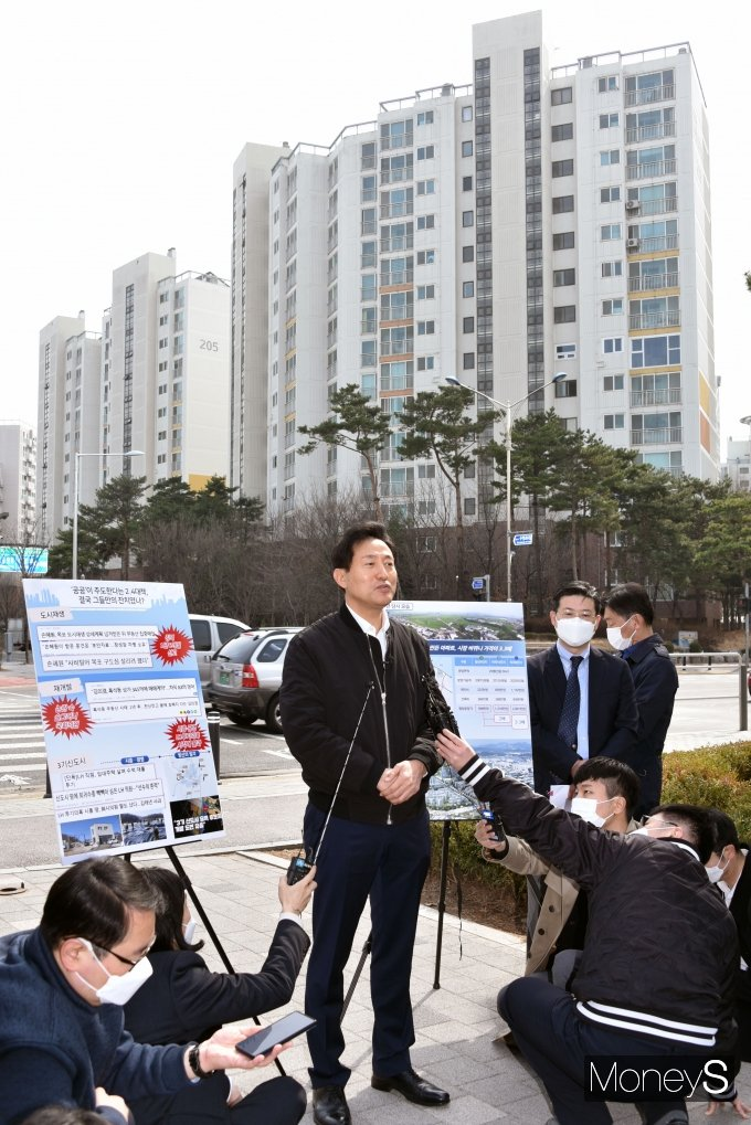 [머니S포토] 오세훈 후보 '천준호 의원이 주장한 땅투기 의혹 부인'
