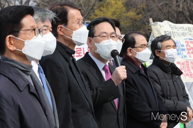 [머니S포토] 북한인권을 위한 화요집회 참석한 주호영 원내대표