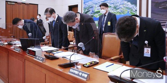 [머니S포토] 대국민 관심 '3기 신도시' 투기 사태 고개숙인 국토부·LH