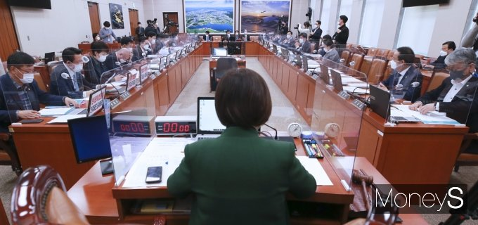 [머니S포토] 초미의 관심 'LH 땅 투기 의혹' 국회 국토위 현안질의
