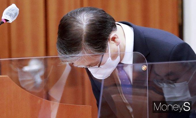 [머니S포토] LH 사태, 또 고개숙인 변창흠 국토 장관