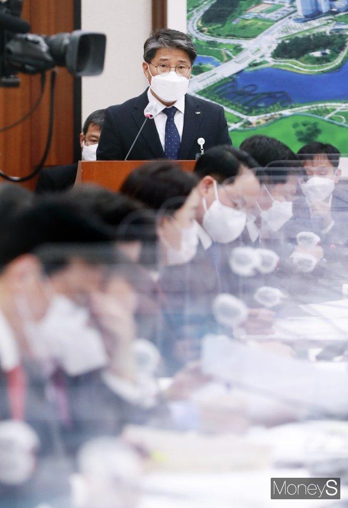 [머니S포토] LH 투기 사태 관련 현안보고하는 장충모 사장 직무대행