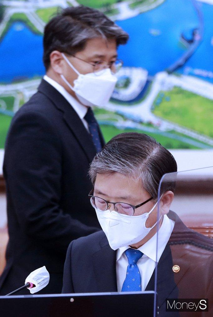 [머니S포토] 초유의 LH 사태, 국회 불려진 변창흠과 장충모