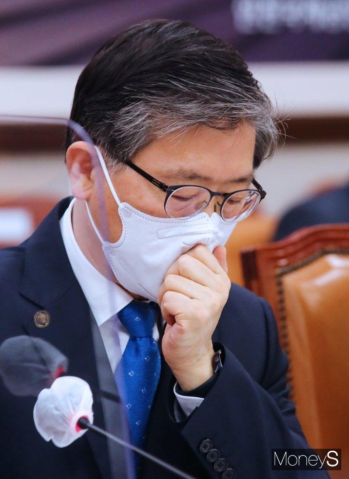 [머니S포토] 국토부 변창흠, LH 사태 '고심 또 고심'