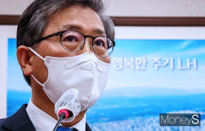 [머니S포토] 변창흠 국토 장관, LH사태 현안보고