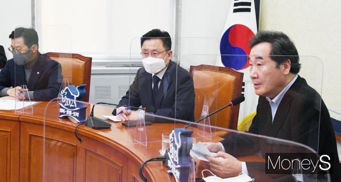 [머니S포토] 당대표 퇴임 기자회견 갖는 '이낙연'