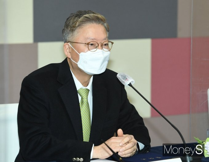 [머니S포토] 예방접종센터 운영협약식서 인사말하는 김연수 병원장