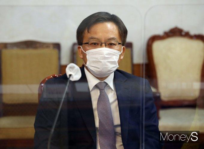 [머니S포토] 신도시 투기의혹 수사협력 관련 회의 참석한 조남관 직무대행