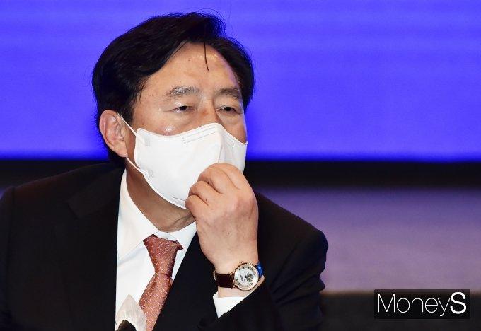 [머니S포토] 민주당-중소기업·소상공인 타운홀 미팅, 경청하는 '김기문'