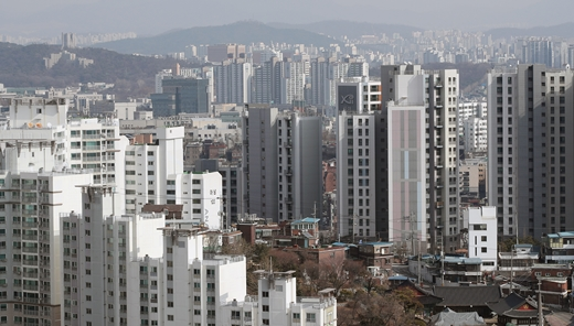 한국부동산원이 발표한 '2021년 3월 2주(8일 기준) 전국 주간 아파트 가격동향'에 따르면 전국 아파트값은 전주와 같은 상승률 0.24%를 나타내는 등 상승세가 주춤하는 모양새다. /사진=뉴스1