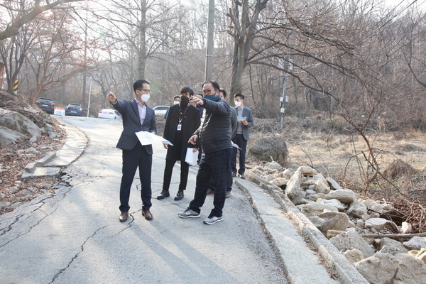 안성시의회(신원주 의장)는 '죽주산성 테마역사공원 조성사업'현장을 방문했다고 11일 밝혔다. / 사진제공=안성시의회