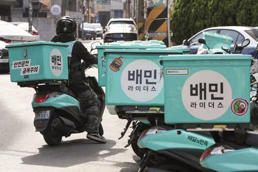 김 의장은 우선 사재를 출연해 100억원의 기금을 마련하고 이를 외식업 자영업자의 의료비와 생계비를 위해 사용하겠다는 계획이다. /사진=뉴스1