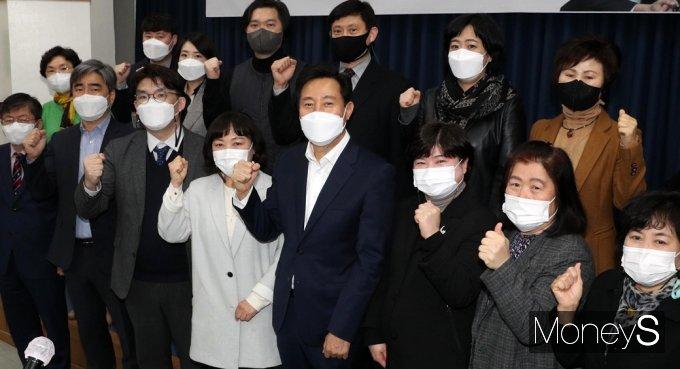 [머니S포토] 사회복지협 찾은 '오세훈' 힘찬 파이팅!