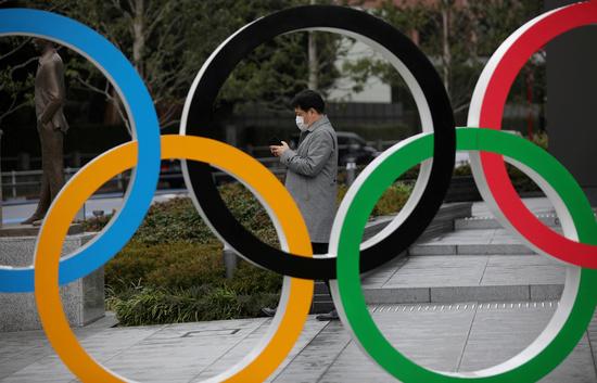 중국이 도쿄·베이징올림픽에 백신을 제공하겠다고 제안했다. 사진은 일본 도쿄 국립경기장 앞에 설치된 대형 올림픽 링. /사진=로이터