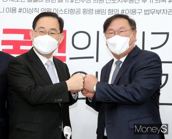 [머니S포토] 주호영·김태년 '의원 전수조사·LH국조 논의를 위해'