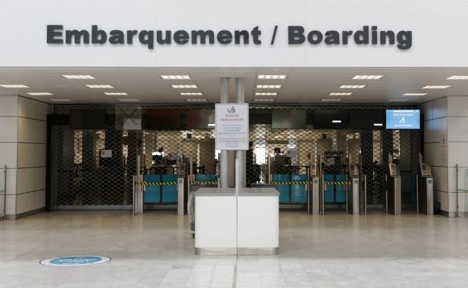 프랑스가 한국을 포함한 7개 국가에 한해 다시 국경을 열기로 했다. 사진은 프랑스 니스 공항 모습. /사진 =로이터