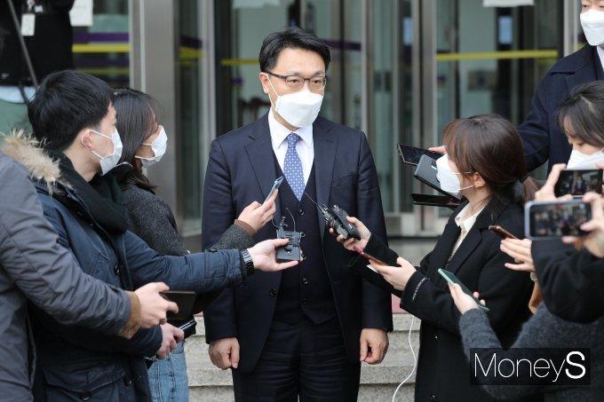 [머니S포토] 인사위원회 제1차 회의 마친 김진욱 공수처장