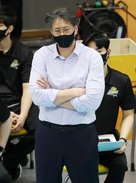 과거 박철우에 대한 폭력으로 논란을 빚은 이상열 KB손해보험 감독(사진)이 결국 감독직에서 물러난다. /사진=뉴스1