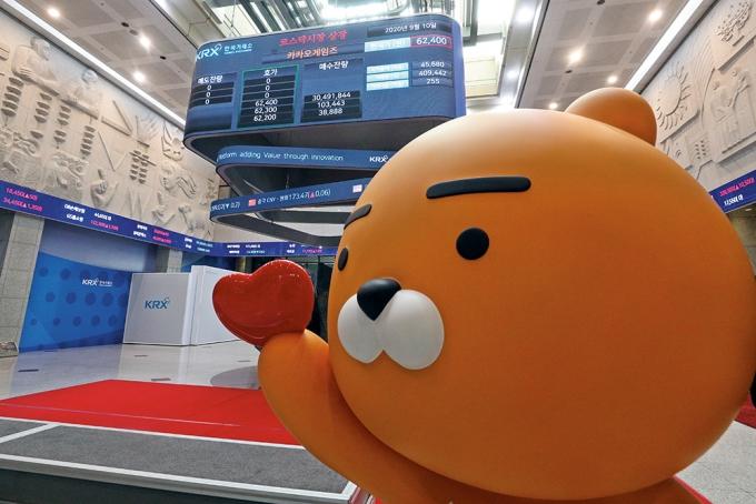 지난해 9월 여의도 한국거래소 전광판에서 카카오게임즈 코스닥 상장을 알리는 모습. /사진=뉴스1 DB