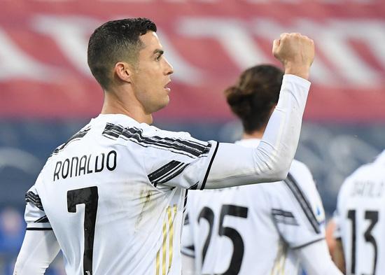 유벤투스 공격수 크리스티아누 호날두가 15일(한국시간) 이탈리아 칼리아리의 사르데냐 아레나에서 열린 2020-2021 세리에A 27라운드 칼리아리 칼치오와의 경기에서 전반 23분 팀의 두번째 골을 터트린 뒤 셀레브레이션을 하고 있다. /사진=로이터