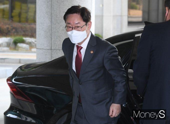 [머니S포토] 서울 고검 도착한 박범계 장관