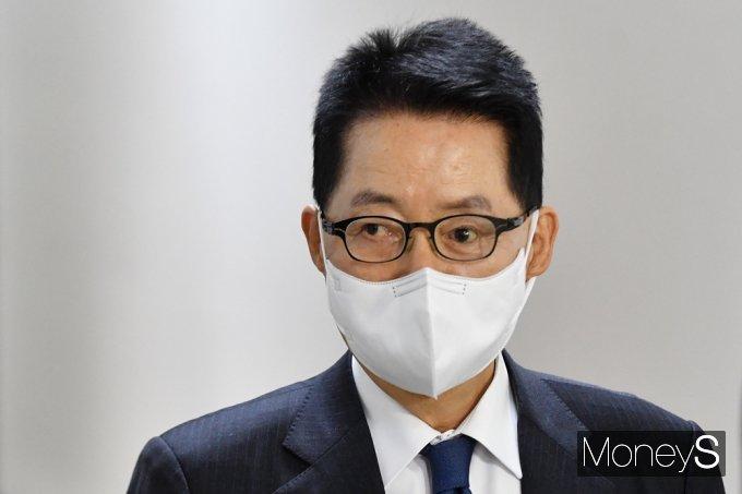 [머니S포토] 박지원 원장, MB정부 '국정원 불법사찰 의혹' 진상조사 계획 보고